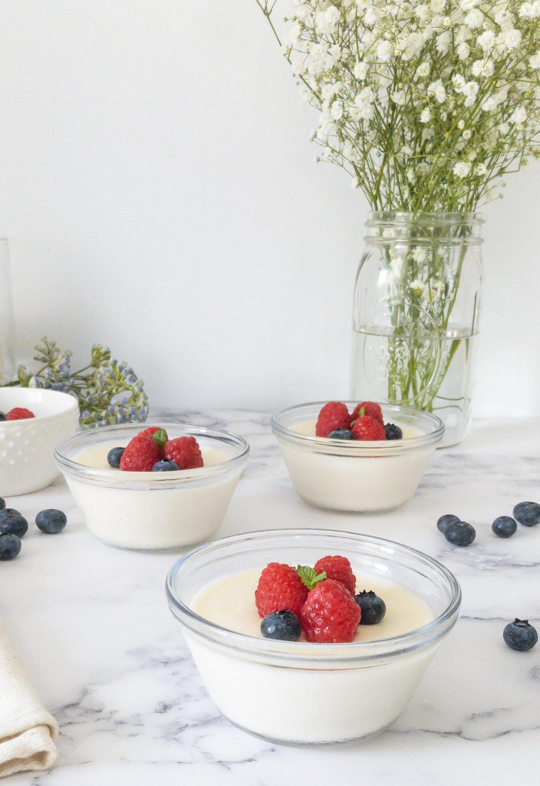 sweetketolife.com-low-carb-panna-cotta-with-mascarpone-blueberry