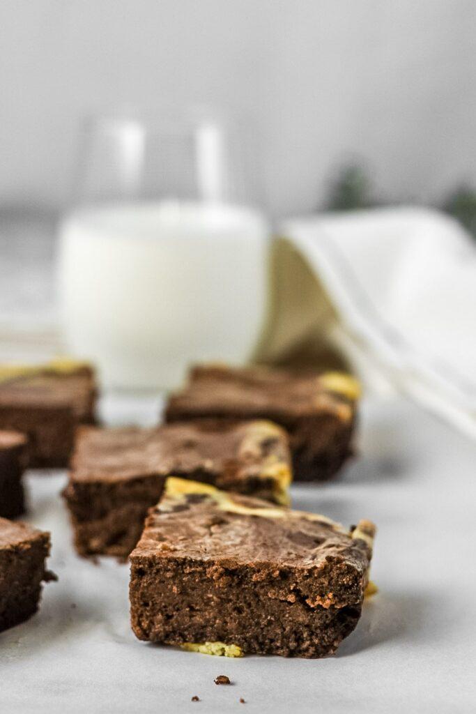 sweetketolife.com-keto-cream-cheese-swirl-brownie-chocolate-fudge-ice-cream