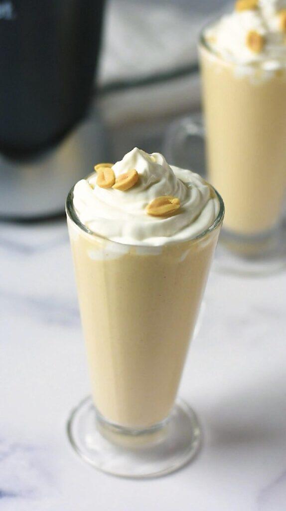 sweetketolife.com-peanut-butter-smoothie-5-minute-blender