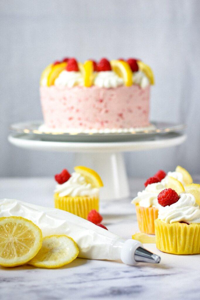 sweetketolife.com-keto-lemon-cupcakes-with-rapsberry