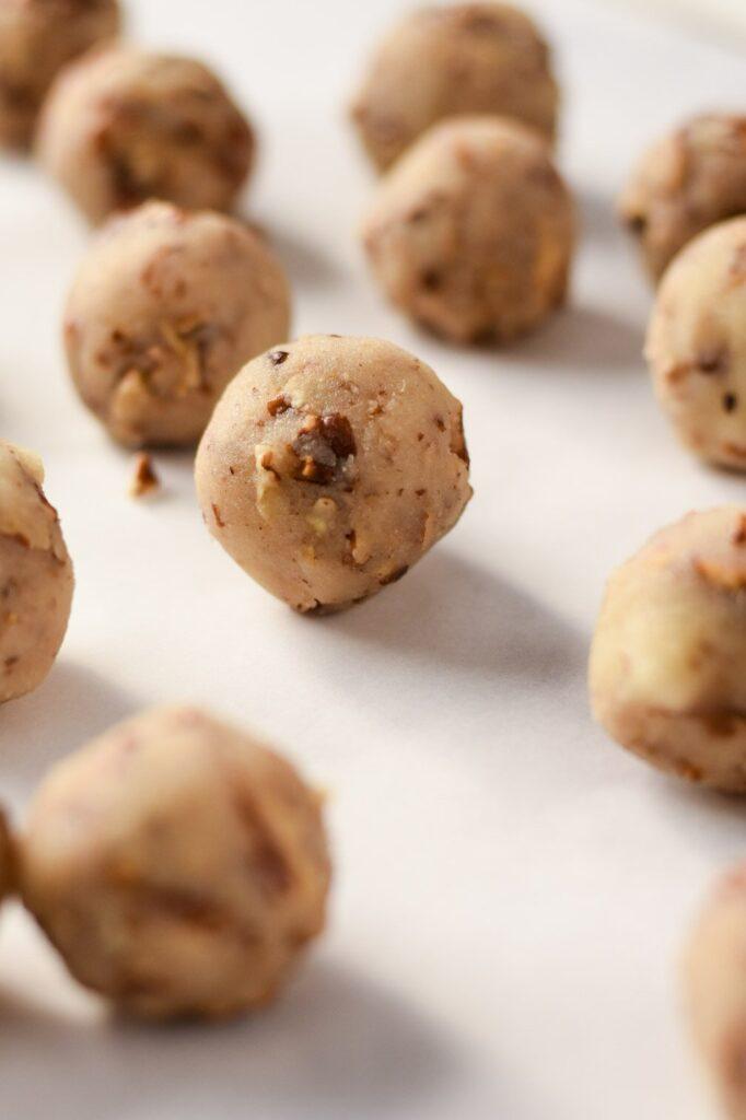 sweetketolife.com-keto-truffels-recipe-pecan-pie