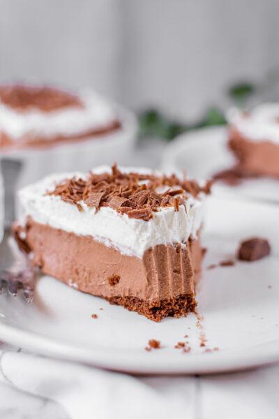 sweetketolife.com-easy-keto-chocolate-pie-1-scaled